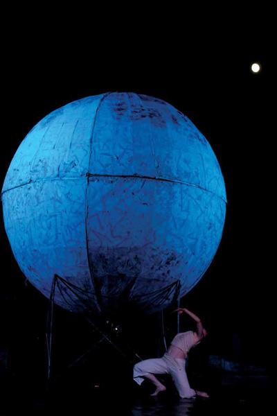Kiro Urdin - Planetarium Dance _ 4